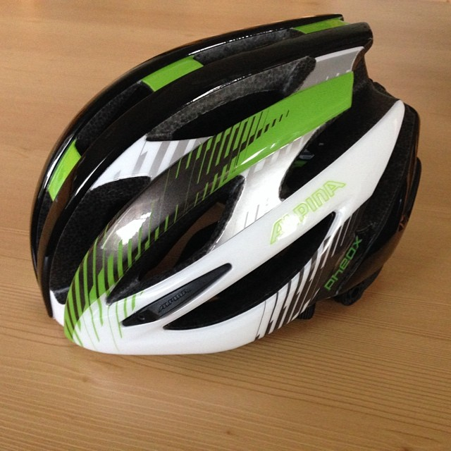 Got a new Alpina Pheox helmet with some Merida colours off course.